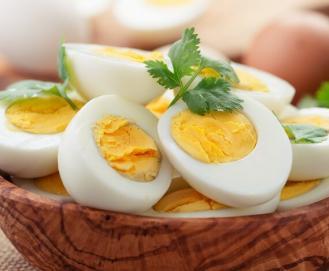 Benefícios do ovo cozido pela manhã e à noite