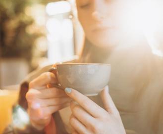 Entenda se chá de folha de louro serve para emagrecer