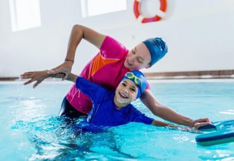 Como superar seu medo de nadar