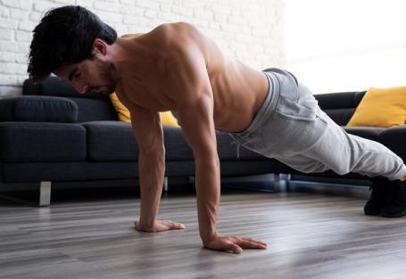 7 ideias de treino de peito para fazer em casa