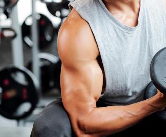 Aprenda 6 exercícios de como treinar bíceps