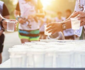 Como organizar a hidratação de atletas em eventos esportivos