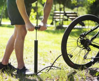 Calibragem do pneu da bike: saiba a pressão ideal