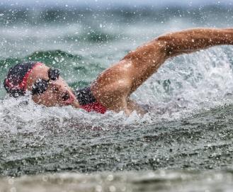 Natação em águas abertas: como praticar com segurança?
