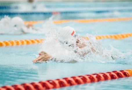 Como montar um treino de natação para começar a praticar