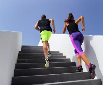 Treino na Escada: exercícios para fazer na escada do seu prédio